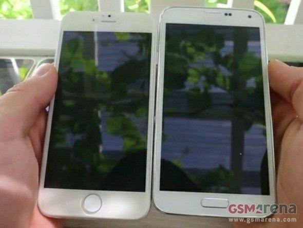 Foto de un supuesto iPhone 6 de 4,7 Pulgadas al Lado de un Samsung Galaxy S5