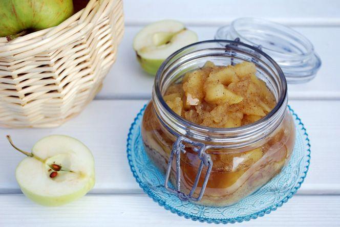 Lättsockrat äppelmos med vanilj | Kung Markatta - kungen av ekologiskt När höstens äppelskörd bjuder på massor av fantastiska svenska äppelsorter gäller det att passa på. Koka en sats av detta goda äppelmos med vanilj och njut till frukostgröten, mellanmålsyoghurten, på ostbrickan eller till dessert ihop men en klick vispgrädde.