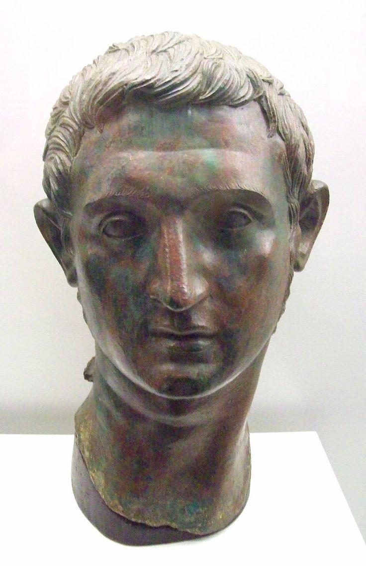 Cabeza masculina romana de Azaila (M.A.N. 32644) 02 - Hispania romana - Wikipedia, la enciclopedia libre