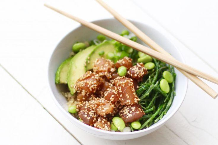 Nee, dit is geen ode aan de Pokémon rage en nee dit gerecht is niet vernoemd naar een Poké ball. Een Poke bowl – je spreekt het uit als poh-keh – is een Hawaiiaanse salade met rauwe vis en rijst, maar de ingrediënten doen eigenlijk meer Oosters aan. Het komt...