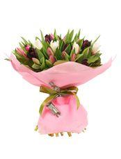 ЭТЮД  Весенний и нежный букет для самых дорогих людей. Невероятно милые тюльпаны напомнят о тёплых весенних днях, когда природа только просыпается. Головки цветов очаровательно распускаются среди вихря изумрудной зелени, как драгоценные камни в изысканной оправе. Привет из весны в любое время года!