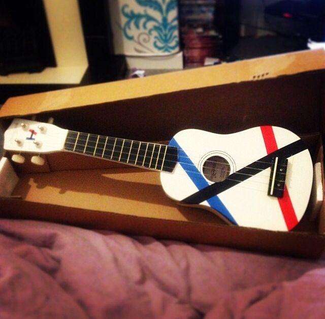 Twenty one pilots |-/ ukulele Tyler Joseph Josh Dun music skeleton clique power to the local dreamer