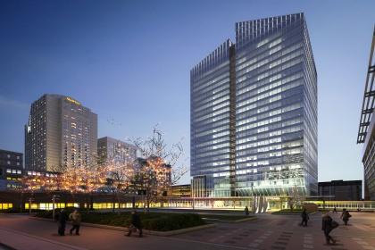 Le projet s'appuie sur trois piliers, soit le projet de condominium la Tour des Canadiens, la tour à bureaux Deloitte, et un développement du secteur sud de la rue Saint-Antoine et de l'ouest de la rue Peel, entre la Gare Windsor et l'École de Technologie supérieure, de l'Université du Québec.