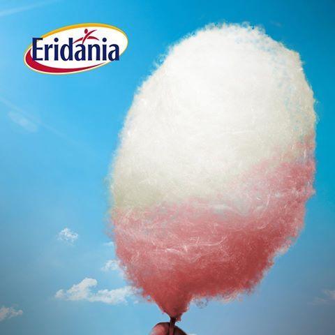 Una bella idea per una festa di bambini? La macchina dello zucchero filato!   Con l'aiuto di poche gocce di colorante alimentare potrete crearne di variopinti e tutti golosi!  #zuccherofilato #eridania