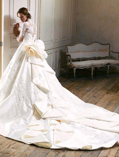 تصميمات مختلفة لفساتين الزفاف من يومى كاستورا اليابان Different designs for wedding dresses from  Yumi Katsura (Japan) Différents modèles de robes de mariage de Yumi Katsura (Japon)