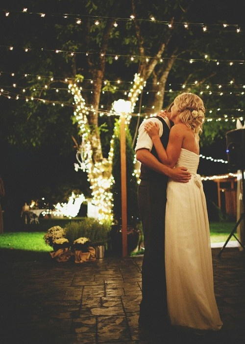 i love the lights. i love the moment. love it all!Outdoor Wedding, First Dance, Backyards Wedding, Dance Floors, White Lights, Christmas Lights, String Lights, Wedding Dance, Outdoor Receptions