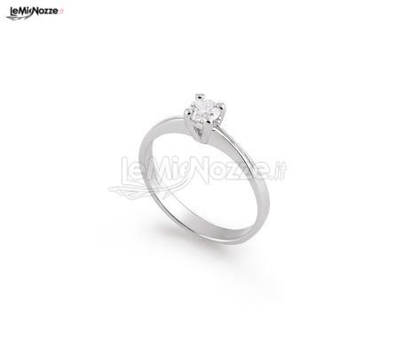 http://www.lemienozze.it/gallerie/foto-fedi-nuziali/img29740.htmlvSolitario delicato e di gran classe, elegante gioiello per il matrimonio