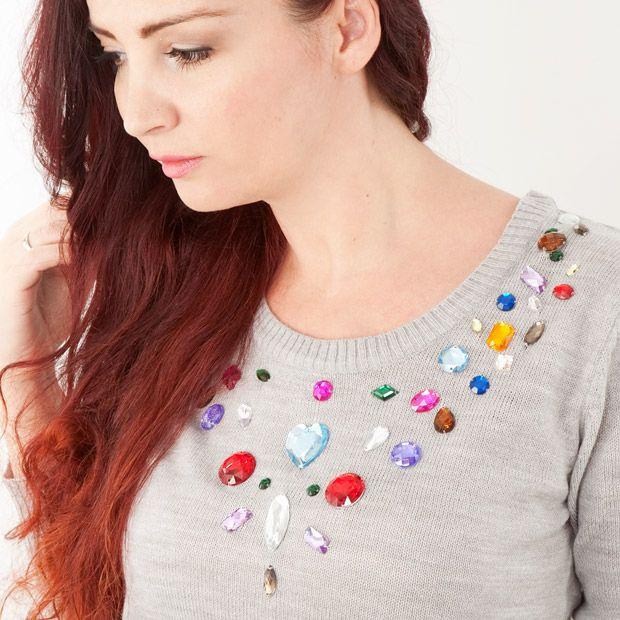 do it yourself grauen sweater mit strasssteinen aufpeppen costura patrones sewing. Black Bedroom Furniture Sets. Home Design Ideas