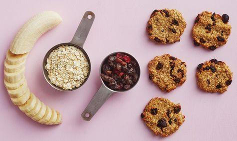 Välipalakaurakeksit valmistuvat kolmesta raaka-aineesta ilman lisättyä sokeria, voita ja vehnäjauhoja.