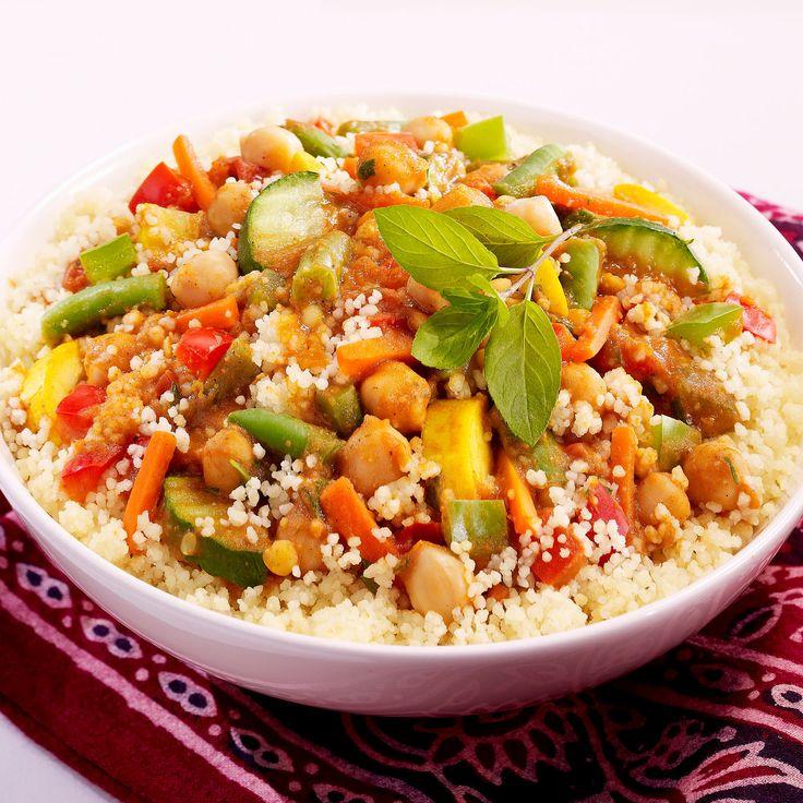 Découvrez la recette Couscous aux légumes sur cuisineactuelle.fr.