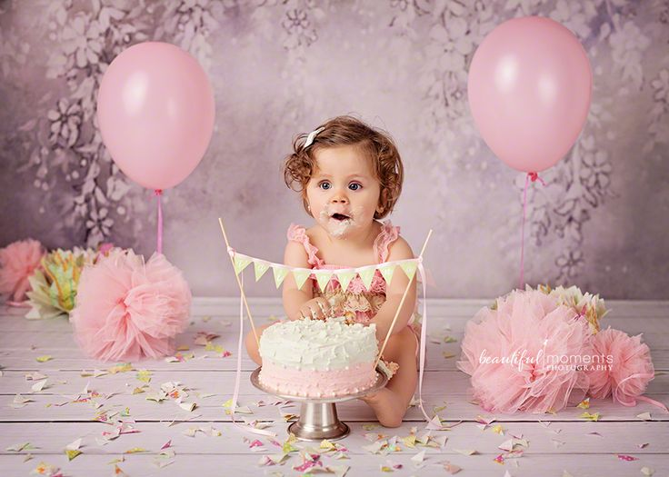 Beautiful Moments Photography - Stavanger Sandnes Ålgård Nyfødt Baby Fotograf #fotografstavanger #cakesmash #birthday #ballons #creamcake #pink #grey