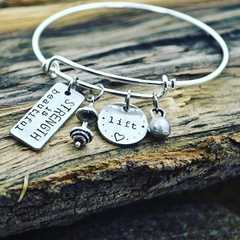 Celebrating #shoptheneighbourhood in Toronto with 10% off great items like this workout charm bracelet! Plus, get a $10 gift card to use later! Enter promo code STN10 at Orangefish.ca! #shopthehood #shoplocal #toronto #ontario #Canada #workout #smallbusiness #fitfam #instafit #girlswholift #deals #blackfriday #christmas #holidays #fitspo #fitspiration #fitgirl