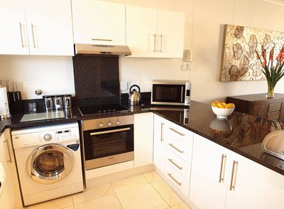 Self catering accommodation, Muizenberg, Cape Town   Fully equipped kitchen   http://www.capepointroute.co.za/liveit-muizenberg.php