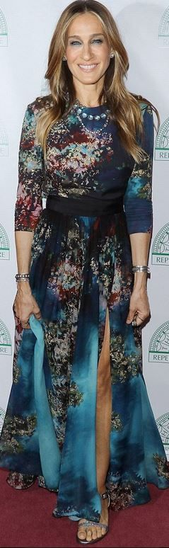 Who made  Sarah Jessica Parker's blue print gown, flat silver sandals, and jewelry?