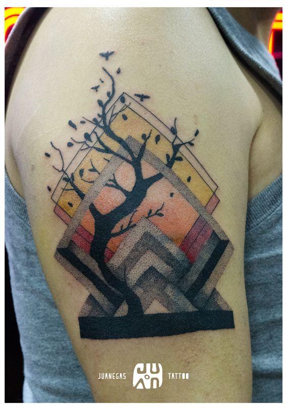 alrbol y geometria, tatuaje hecho en dotwork (puntillismo), diseño y tatuaje por juanegas en Bogota - Colombia