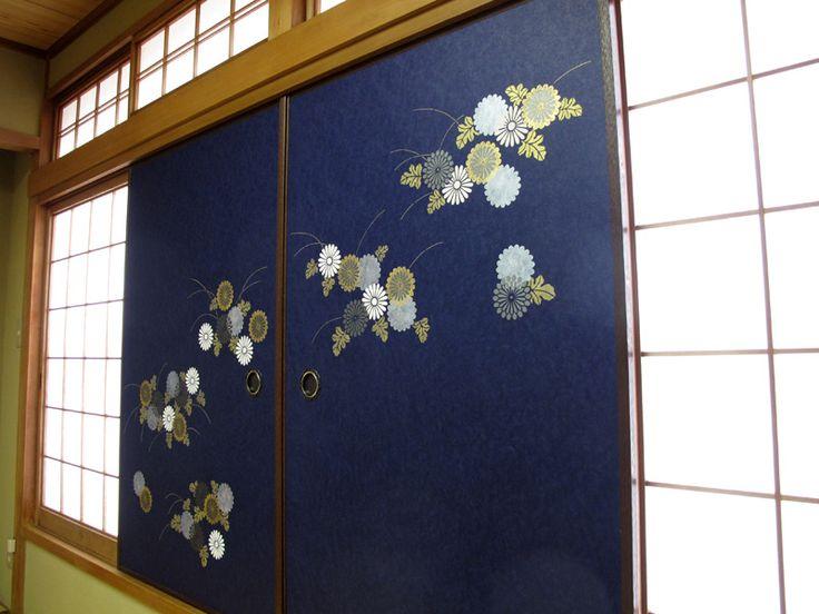 料理屋さんの襖(ふすま)「菊華紋」