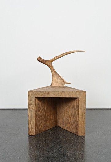 Unkonventionellem, Design Möbel, Rick Owens, Lounge Sessel,  Esszimmerstühle, Ausstellung, Holzwerk, Entwicklung, Projekt