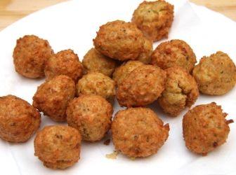 Kölesfasírt recept | ApróSéf.hu: Ez egy kiváló kölesfasírt recept. Elkészítése egyszerű és nagyon finom. Kiváló lehet főzelékek betétjeként, de krumplipürével önmagában is kiváló étel. http://aprosef.hu/kolesfasirt_recept