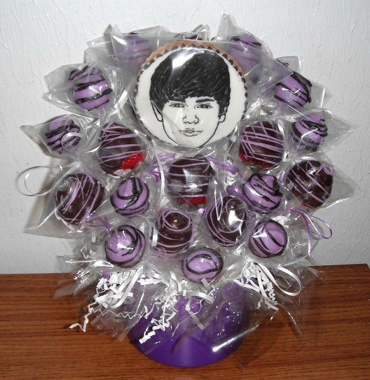 that's it. I've seen it all. purple cakepops, chocolate covered strawberries and a Justin Bieber cookie. we can all go home now.