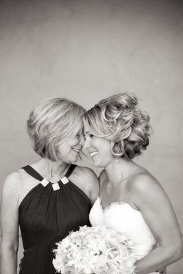 Beautiful Mother Daughter Wedding Portrait Photo By Briana Marie Photography Good Pic And Hair Idea For My Short
