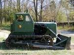 ChTZ T-100 - Kettentraktor mit Planierschild, Planierraupe aus dem Tscheljabinsker Traktorenwerk/ UdSSR, gehörte zum Bestand der Pioniertechnik der NVA - fotografiert am 17.04.2010 zum Militär- und