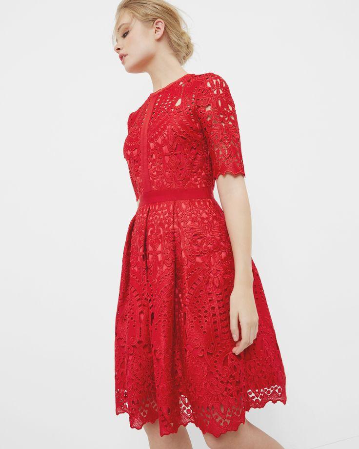 Robe en dentelle avec bordures festonnées - Rouge vif | robes | Ted Baker FR