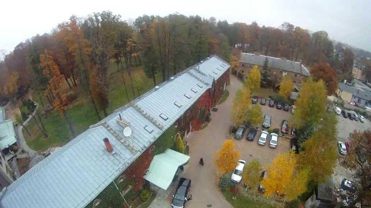 Polecamy film, w którym Manor House można zwiedzić z wyjątkowej perspektywy bo z lotu ptaka.