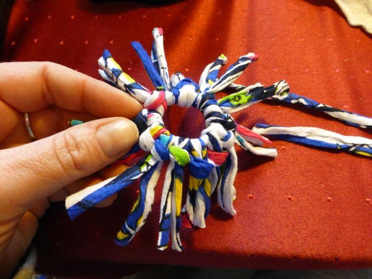 Schups-Spielzeug Spinne aus Stoffresten und einem Flaschensicherungsring (aus…