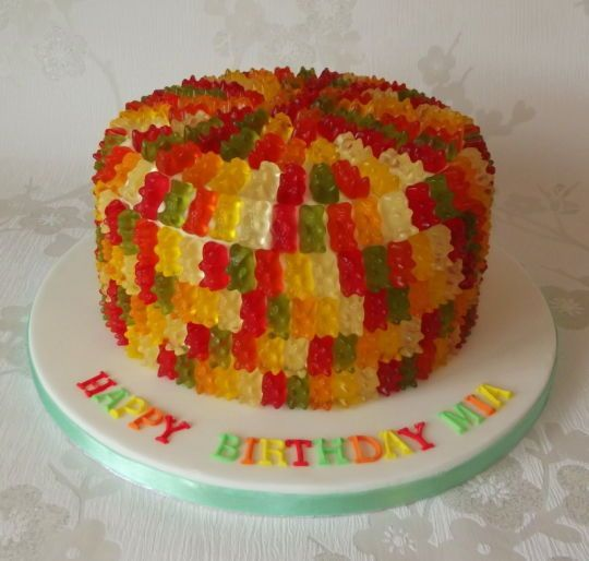 haribo teddy bear cake - Cake by Hayley - CakesDecor