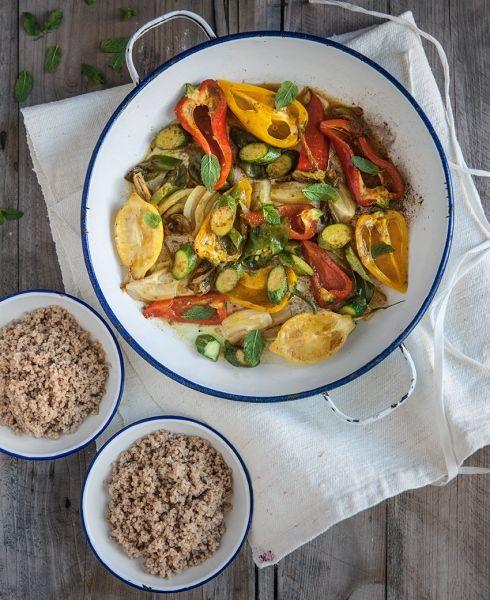 Adoro tutti i tipi di curry, dai più tradizionali ai moderni: leggeri e vegetariani, profumati con il limone e la menta, come si usa in Marocco. Questa ricetta è una delle nostre preferite per le cene vegetariane a ca...