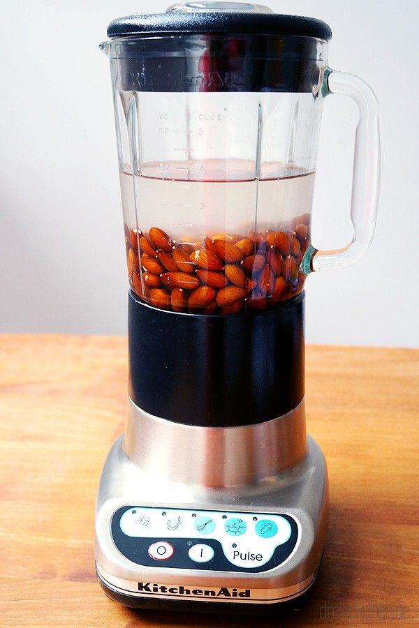 Mandelmilch im Mixer selbst machen