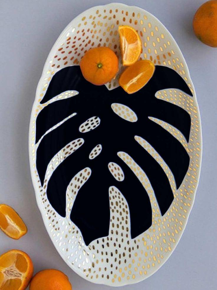 bandeja flores e folhagens III, bandeja de porcelana feita artesanalmente, com folha de ouro e desenho de costela de adão