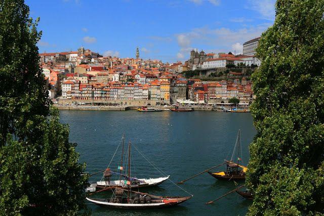 """Due giorni a Porto, la città con un'anima   Via Pensieri in Viaggio   24/09/2015 """"Porto è una città con un'anima. Questa è stata la prima impressione che ho avuto dopo avervi messo piede. Porto è una città che incarna pienamente la saudade portoghese, quella malinconia che ti prende e non ti molla. #Portogallo"""