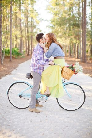 Couple Kissing on Bike   photography by http://www.jlaynephotography.com/