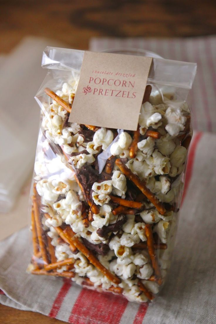 Last year Emma and I made White Chocolate Dipped Pretzel Rods with Sprinkles for her friends at school. It was such a fun and simp...