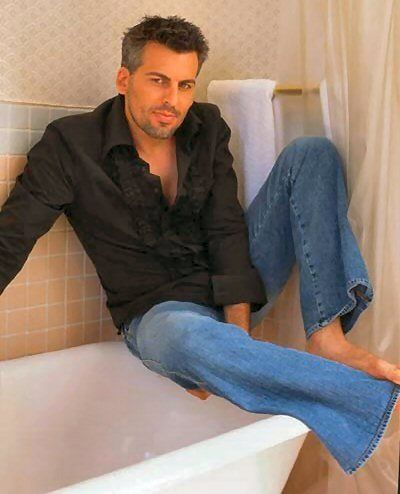 Oded Fehr,  Even with short hair he is still so hot!!!