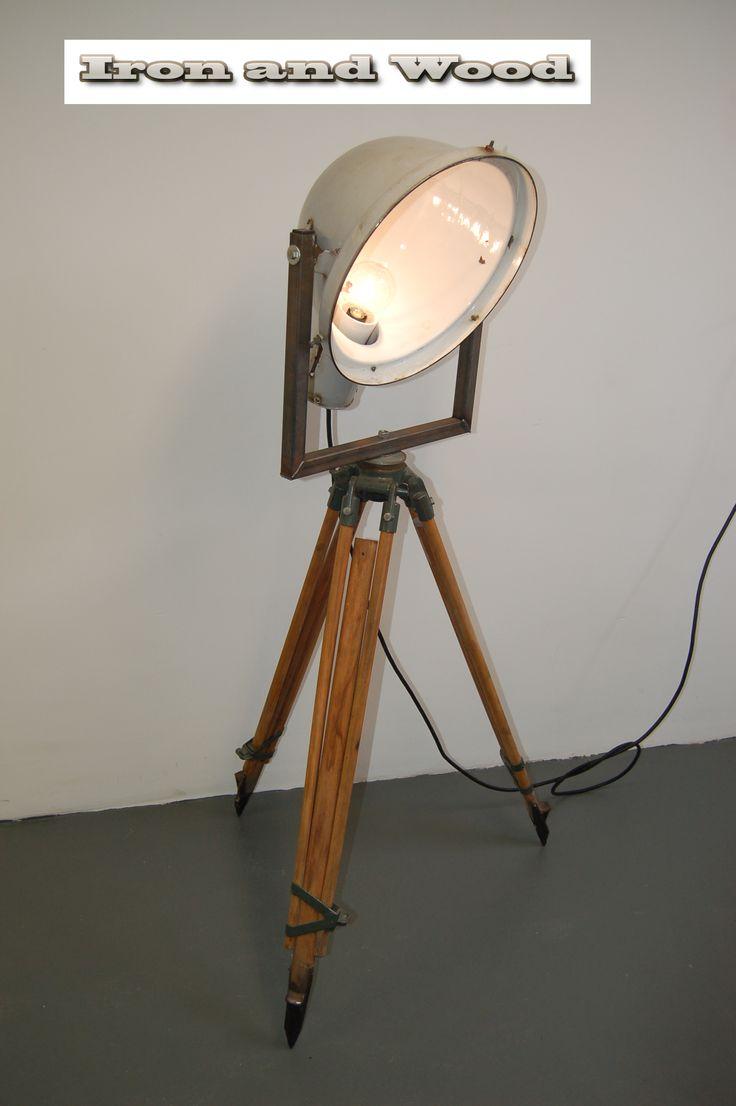 Grote Emaille Fabriekslamp Op Oud Statief Voor Meer Oude Fabriekslampen Industrile Lampen Industriele
