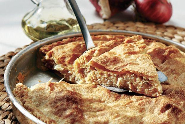 Κρεμμυδοτυρόπιτα από την Αργυρώ Μπαρμπαρίγου | Μια αλλιώτικη κρεμμυδόπιτα, με αφράτο τριφτό φύλλο και γέμιση που ξετρελαίνεi