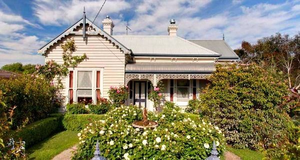 Best 36 colonial architecture images on pinterest for Rural australian gardens