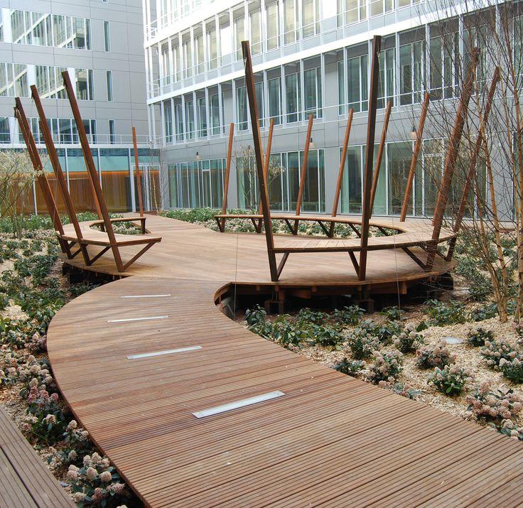 Découvrez les ouvrages d'art extérieur en bois réalisés par SLE. Création de structures sur mesure pour les professionnels et les collectivités.