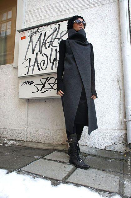 Купить или заказать Кашемировое пальто Gray Guess в интернет-магазине на Ярмарке Мастеров. Gray Guess... Серая Загадка...Прекрасное стильное, модное, необычное длинное серое пальто из пресованного кашемира для женщины, которая любит выделяться из толпы, подчеркивать свой изысканный стиль и элегантность. Серый цвет никогда не ассоциировался с изысканностью и уникальностью, но это шикарное дизайнерское пальто без рукавов бросает вызов всем правилам и доказывает, что теплая верхняя…