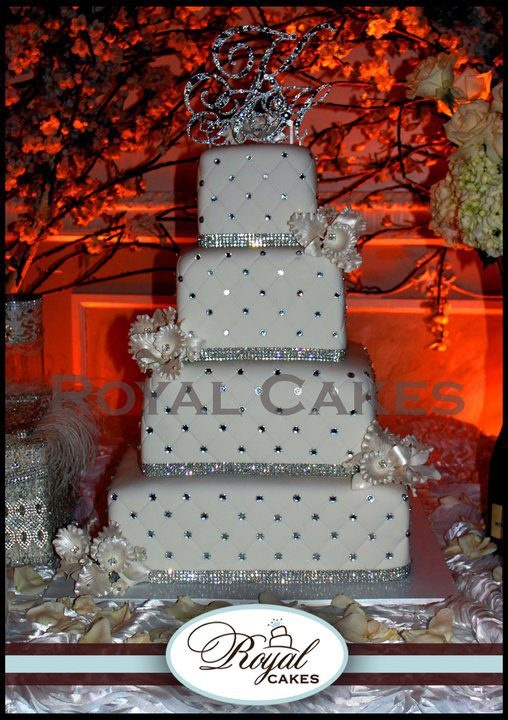 Sparkly wedding cakes - with purple rhinestones it would be FAB: Cakes Ideas, Royals Cakes, Weddings, Sparkly Wedding Cakes, Cakes Toppers, Bling Cakes, Tiered Bling Wedding Cakes, Cakes Design, White Cakes