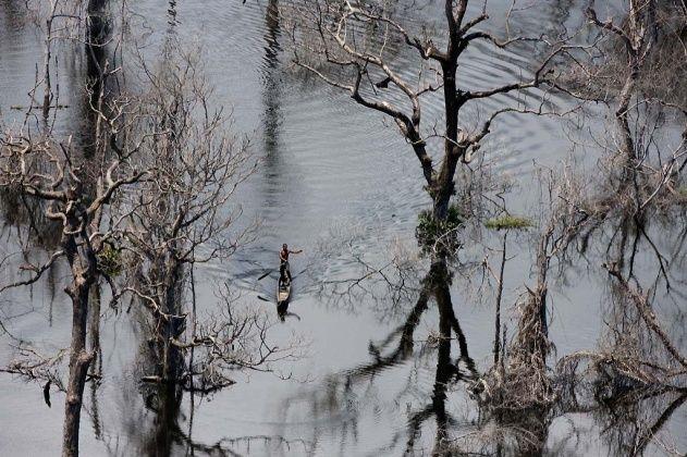 YannArthusBertrand2.org - Fond d écran gratuit à télécharger || Download free wallpaper - Barrage d'Imboulou, sur la rivière Léfini, République du Congo (Congo - Brazzaville) (2°56' S - 16°02' E).
