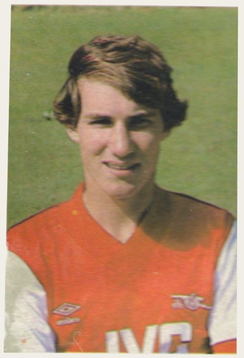 004 - Stewart Robson (Arsenal) - Striker. Born in Essex. Began his career as an apprentice with Arsenal and made his league debut in 1981. Made 20 League appearances during that season and scored two goals. Has retained his first team place for most of the last season and should be a player for the future. Ht. 6.0 Wt. 12.0