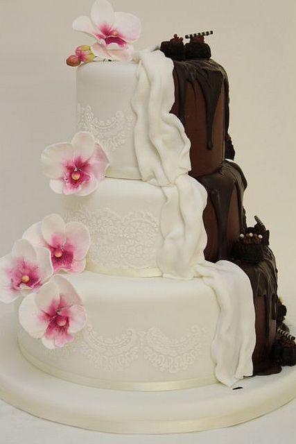 Hochzeitstorte zweigeteilt weiß-schokolade