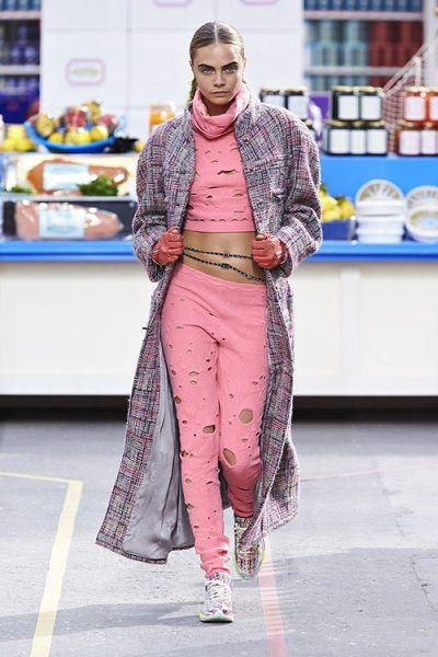 To «super market» του οίκου Chanel που τράβηξε όλα τα βλέματα #chanel #caradelevingne #ss14 #chanelfashionshow