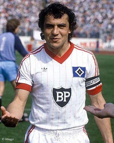 1976 wechselte er in die 1. Bundesliga zum Hamburger SV, bei dem er bis zu seinem Karriereende 1986 aktiv war. Als Spielmacher bestritt er dort 306 Bundesligaspiele und schoss 46 Tore. Mit dem HSV wurde er dreimal Deutscher Meister und zweimal Europapokalsieger. ... nur der HSV !!