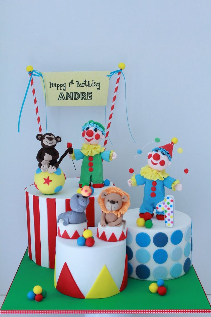 Rebecca came to me about a 1st birthday cake for her son Andre.  Back in February I made Andre's circus themed Christening cake (click here ...