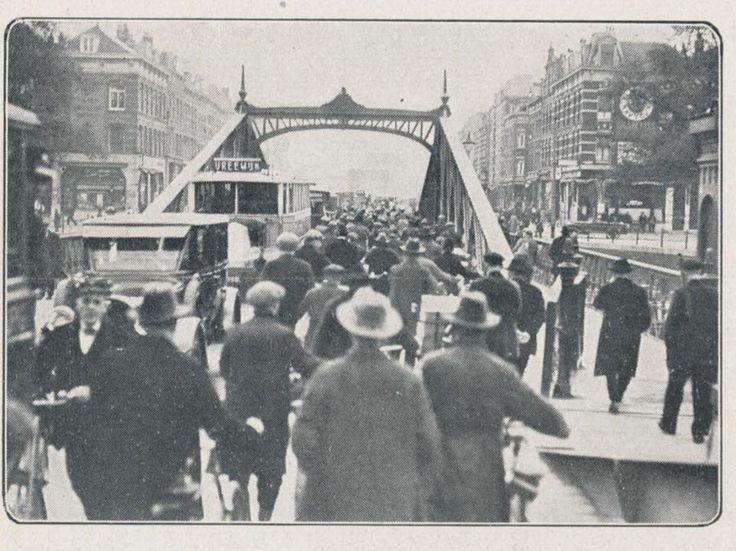 Rotterdam - Koninginnebrug Richting Van der Takstraat (In de verte heel vaag de Willemsbrug te zien ) 1927