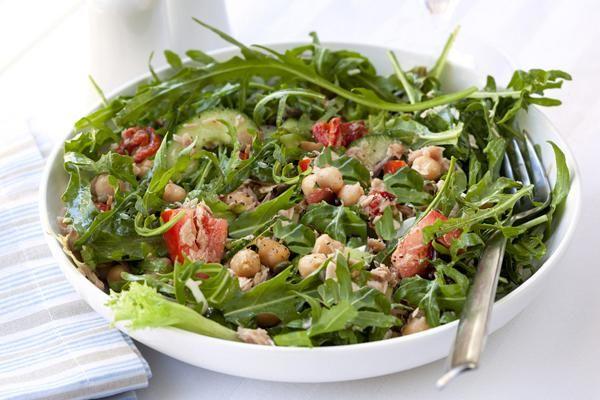 Σαλάτα με αβοκάντο και ρεβύθια. Γευστική σαλάτα με άρωμα αβοκάντο!
